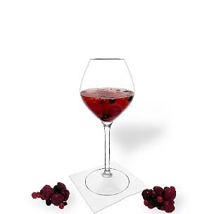 Beerenbowle ist ein fruchtiger und süffiger Party-Drink.