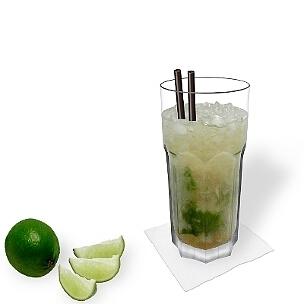 Caipirissima ist ein leckerer Sommer Cocktail.