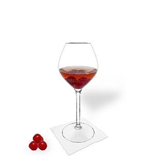Kirschenbowle ist ein fruchtiger und süffiger Party-Drink.