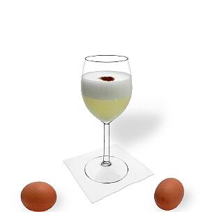 Pisco Sour im Weinglas, die übliche Art diesen leckeren Cocktail aus Südamerika zu servieren.
