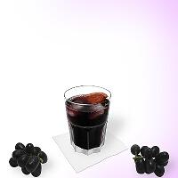 Rotwein Cola im Tumbler Glas.