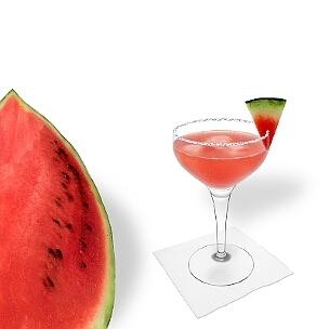 Eine weitere großartige Option für Wassermelonen Margarita, eine Cocktailschale.